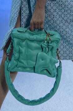 Anya Hindmarch at London Fashion Week Spring 2018 - Details Runway Photos 3d Fashion, London Fashion, Fashion Bags, Editorial Fashion, Fashion Design, Quilted Handbags, Anya Hindmarch, Spring Outfits, Manhattan Night