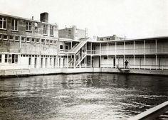 Badgedeelte van het zwembad Obelt aan de noordkant van het IJ. Amsterdam, 1914.