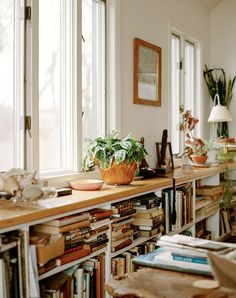 The Art of Clutter: Cluttered Spaces that Look Good - PureWow