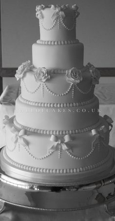 White Wedding Cakes Wedding Cake gallery, including Luxury Victorian and Vintage Cakes White Wedding Cakes, Elegant Wedding Cakes, Beautiful Wedding Cakes, Gorgeous Cakes, Wedding Cake Designs, Bling Wedding Cakes, White Cakes, Wedding White, Wedding Vintage