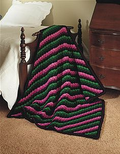 Diagonal Hues by Talking Crochet  Free Pattern: http://promotions.drgnetwork.com/newsletters/talkingcrochet/pages/TCNL2507_patt.html  #TheCrochetLounge #crochet #diagonal #diagonalbox #cornertocorner