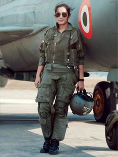 EXCLUSIVE: These badass women are the first female fighter jet pilots to storm the Indian Air Force Jet Fighter Pilot, Fighter Jets, Sistema Solar, Indian Army Special Forces, Air Force Day, Air Force Uniforms, Indian Army Wallpapers, Indian Army Quotes, Pilot Uniform