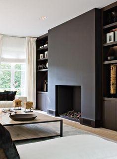 Bekijk de foto van Stucamor met als titel zwart schouw in een  strak interieur. Mooie rustige kleuren bij elkaar. en andere inspirerende plaatjes op Welke.nl.