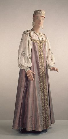 Woman's festive costume, early 19th century, Russia, the State Hermitage Museum.