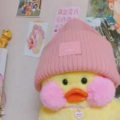 I'm obsessed with this duck thing -Avery ; Sara Anderson, Cute Ducklings, Duck Toy, Cute Memes, Cute Toys, Wholesome Memes, Pink Aesthetic, Mellow Yellow, Aesthetic Pictures