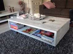 Simple coffee table on wheels Coffee Table With Wheels, Simple Coffee Table, Rustic Coffee Tables, Home Decor Furniture, Pallet Furniture, Diy Home Decor, Furniture Design, Living Room Inspiration, Furniture Inspiration
