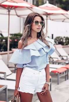 Hotel del Coronado in San Diego - white denim high waist shorts + off the shoulder ruffle top Trendy Fall Outfits, Boho Summer Outfits, Short Outfits, Spring Summer Fashion, Casual Outfits, Teen Fashion, Fashion Outfits, Estilo Blogger, White Denim