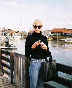 """""""my go-to people for fashion inspo (thread)"""" Minimal Outfit, Minimal Fashion, Skandinavian Fashion, Style Personnel, Scandi Style, Scandinavian Style Fashion, Swedish Fashion, Winter Mode, Over 50 Womens Fashion"""