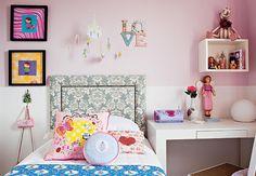 O papel de parede pode servir como passe-partout colorido para um quadro. Quadro decorado pela arquiteta Andrea Murao