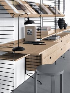 Spring/Summer 2018 Series: String Furniture's Iconic and Versatile Design Displayed in a Contemporary Style This week's special series continues with the Swedish maker of modular shelving system. Nordic Design, Scandinavian Design, Scandinavian Interiors, Danish Furniture, Furniture Design, System Furniture, Plywood Furniture, Chair Design, Modern Furniture