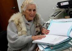 Para Chames Salles Rolim fazer um curso superior sempre foi um sonho a se realizar. Porém, durante toda a sua vida ela nunca teve esta oportunidade. Após a morte de seu marido com quem foi casada por 63 anos e que a impedia de fazer muitas coisas por conta do ciúme, ela decidiu entrar na faculdade. Em 2014, com 97 anos de idade, esta mineira conseguiu realizar o seu maior sonho e conquistou o seu diploma de bacharel pela Faculdade de Direito de Ipatinga....