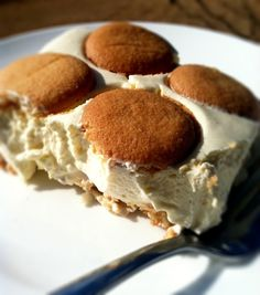Paula Deen's Banana Pudding adapted by Passionate penny pincher Paula Dean Banana Pudding, Best Banana Pudding, Banana Pudding Recipes, Köstliche Desserts, Delicious Desserts, Yummy Food, Layered Desserts, Yummy Treats, Sweet Treats