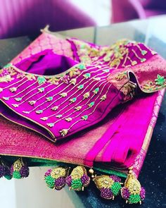 Embroidery blouse indian colour 32 new ideas Saree Blouse Neck Designs, Simple Blouse Designs, Saree Blouse Patterns, Bridal Blouse Designs, Kurta Designs, New Embroidery Designs, Embroidery Ideas, Hand Embroidery, Maggam Work Designs