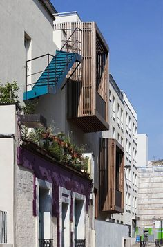 The project is part of a larger urban program aimed at regenerating underprivileged neighborhoods in Northern Paris. The action plan developed in close cooperation between the city, the local associations and the landlord included new and refurbished low-rent housing, as well as studios for artists and musicians.