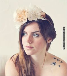 diy floral halo crown | CHECK OUT MORE IDEAS AT WEDDINGPINS.NET | #diyweddings