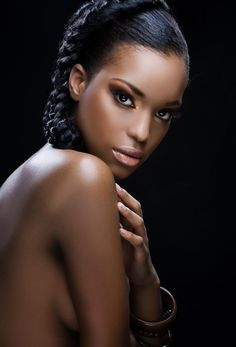 Beautiful long black hair captures the attention of any passerby Beauty Make-up, Dark Skin Beauty, Ebony Beauty, Beauty Women, Long Black Hair, Short Hair, My Black Is Beautiful, Beautiful Women, African Beauty