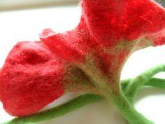 Cloth Flowers, Felt Flowers, Fabric Flowers, Wet Felting Projects, Needle Felting Tutorials, Diy Rose, Zipper Flowers, Ribbon Flower Tutorial, Art Textile