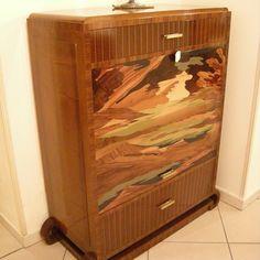 Se vi piace l'Art Déco, date un'occhiata a questo prezioso mobile porta televisione in stile. Costituito interamente da legno massello, decorato con un bellissimo e particolare intarsio frontale. Dimensioni L105 x h124 x p44 cm http://www.outletarredamento.it/antiquariato/porta-tv-art-deco-sconto-70.html#lightbox[gallery]/0/ #mobile #portatv #artdèco #offerteoutlet #outletarredamento