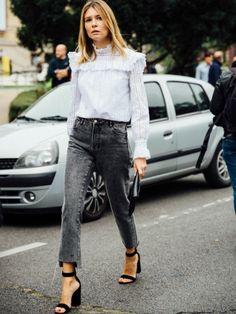 On aime quand la blouse romantique se frotte au jean noir javellisé !