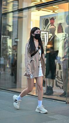 Korean Outfit Street Styles, Asian Street Style, Tokyo Street Style, Japanese Street Fashion, Korean Outfits, Kpop Fashion Outfits, Ulzzang Fashion, Stylish Outfits, Korean Fashion Kpop