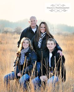 family pose:) finally a pose with teens in the pic and not little kids