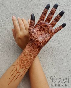 "571 Likes, 25 Comments - Devi Mehndi (@devimehndi) on Instagram: ""This is the entire design showing the stain after 3 days which is actually much darker. I'm so…"""