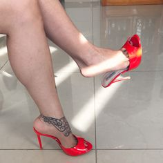 Beautiful High Heels, Gorgeous Feet, Sexy High Heels, Womens High Heels, Nylons And Pantyhose, Nylons Heels, Hot Shoes, Crazy Shoes, Mules Shoes