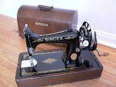 Singer 99K hand-crank sewing machine (humblelabor@flickr)