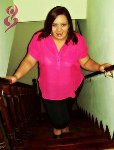 Camisa de gasa fucsia y calzas negras con aplique lateral de símil cuero http://on.fb.me/134oBWS #fatshion #plus #size #shirt #leggins #camisa #calza #fuchsia #black #fucsia #negro