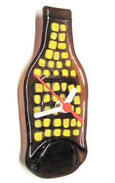 MINI Garrafa relógio  Parede  base marrom / detalhes amarelos  ponteiros brancos  8  x  15cm  RECICLAGEM COM ARTE R$35,00