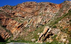 Red, red rocks. #oudtshoorn #westerncape #moutains #rock #geology