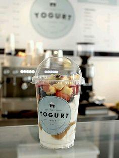 Yogurt in een bekertje. Heerlijk!