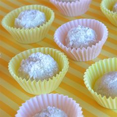 30 Easy Baking Recipes With 5 Ingredients or Less Cookie Balls Recipe, Fall Cookie Recipes, Three Ingredient Cookies, 5 Ingredient Recipes, Easy Baking Recipes, Baking Ideas, Snowballs Recipe, Bite Size Cookies, Vegan Gingerbread
