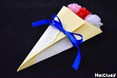 卒園や入園、誕生日に母の日など……年に一度の特別な記念日をどうやってお祝いしよう? 渡す側も受け取る側も思わずワクワクしちゃう、まるで花束みたいな手作りカード。 花束のリボンをほどいたら、中にはたっぷりメッセージが♪ Paper Flowers, Gift Wrapping, Tableware, Cards, Handmade, Gift Wrapping Paper, Dinnerware, Hand Made, Wrapping Gifts
