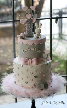 Baby Animals First Birthday Cake by Sihirli Pastane - Amor , cravo e canela. - first birthday cake-Erster Geburtstagskuchen Girls First Birthday Cake, Baby Birthday Cakes, Birthday Kids, 1st Bday Cake, Baby Girl Cakes, Cake Baby, Cakes For Girls, Baby Shower Cakes, First Birthdays