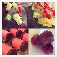 Handgjorda julagrisar, biscotti med kardemumma, dammsugare, lingon/lakritstryfflar på ekologisk choklad & lingon.  Nu är det jul.