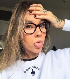 ce767eb16039c Fotos De Rosto, Fotos Com Oculos, Armação De Óculos Feminino, Meninas De  Óculos