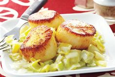 Leeks prepared with butter and cream make a luxurious complement to delicate scallops. Serve leeks and scallops with steamed rice for a balanced meal. You can substitute large shrimp for the scallops if you prefer.