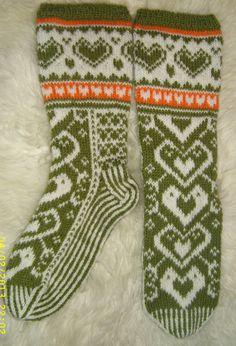 Sydänsukat ystävänpäiväksi. /  Valentine dag sokken, zelf gebreid patroon van Finse internetsite