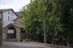 La Capella de la Pietat, datada l'any 1603, es una capella construïda en l'expansió del poble en aquest segle. On ara s'hi troba situat el parc, abans s'havia utilitzat com resguard per les ovelles durant la transhumància, ja que Viladrau es trobava a mig camí. A meitat del segle XIX, va passar a ser el cementiri del poble fins que amb l'arribada del nou segle XX s'hi va donar lloc al parc infantil.