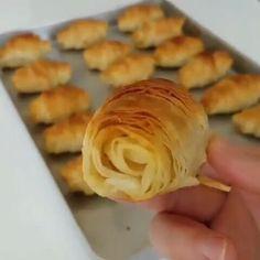 • • Via; 🎥 @zubeydemutfakta 👈🏿❤️❤️ Çıtır çıtır börek sevenler bu tarifi not almali👍 İc harcını peynirli yaptım. Isterseniz farklı bi iç…