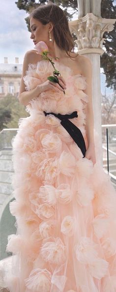 Elegant Dresses Classy, Classy Dress, Black Peach, Glamour Shots, Divine Feminine, Looking For Women, Pretty In Pink, Tulle, Formal Dresses
