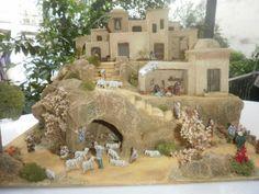 álbumes de fotos Christmas Nativity Scene, Christmas Scenes, Xmas Crafts, Christmas Projects, Journey To Bethlehem, Nativity Stable, Mini Doll House, Christmas Origami, Inspired Homes