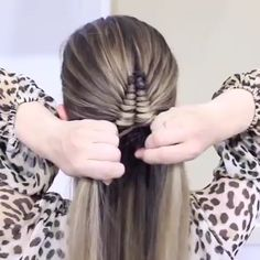 Diamond Infinity Braid tutorial, who love this and want to have a try? Amazing work by braids bows blonde summerhairstyle hairlove hairinspo hairgoals girls braidedhairstyle fashion summer diamondbraid infini Braided Hairstyles Tutorials, Diy Hairstyles, Pigtail Hairstyles, Bridesmaid Hair Tutorial, Infinity Braid, Girl Hair Dos, Diamond Hair, Fibre Textile, High Society