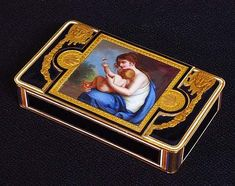GOLD AND ENAMEL SNUFF BOX
