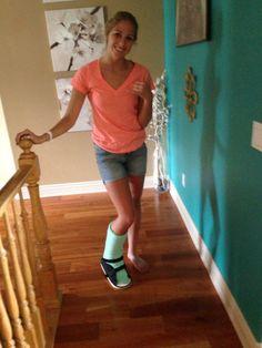 CastCoverz! customer Cassie is showing off her Mint Green Legz! #castcover #legcast #keepcastclean