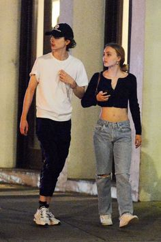 timothee chalamet and lily rose depp ~ timothee chalamet Lily Rose Melody Depp, Lily Rose Depp Style, 80s Jeans, Dark Denim Jeans, Jeans Skinny, 80s Fashion, Jeans Fashion, Dark Fashion, Gothic Fashion
