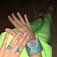 Life Hacks : Illustration Description Blake Lively's Lime-Green Suit and Rainbow Nails (and, Um, Disney Princess Phone Case) Are Giving Us Major Nostalgia style Nail Trends 2018, Lime Green Nails, Neon Green, Disney Princess Nails, Womens Best, Negative Space Nails, Celebrity Nails, Celebrity Style, Lines On Nails