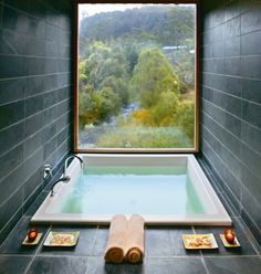 "Bathtub with a view at an Australian mountain lodge Post with 106 views. Bathtub with a view at an Australian mountain lodge ""pinner"": {""username"": ""ajtowle"", ""first_name"": ""Andrew"", ""domain_url"": null, ""is_default_image"": true, ""image_medium_url"":. Future House, My House, House Bath, House Inside, Douche Design, Hotel Decor, Interior Exterior, Interior Design, Interior Ideas"