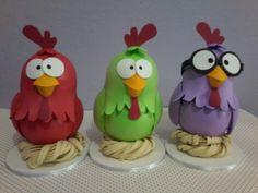 Kit Trio Galinhas em Eva Monster High, Kids Crafts, Minions, Clay Birds, Yoshi, Character, Mug Rugs, Snowman, Decorated Jars